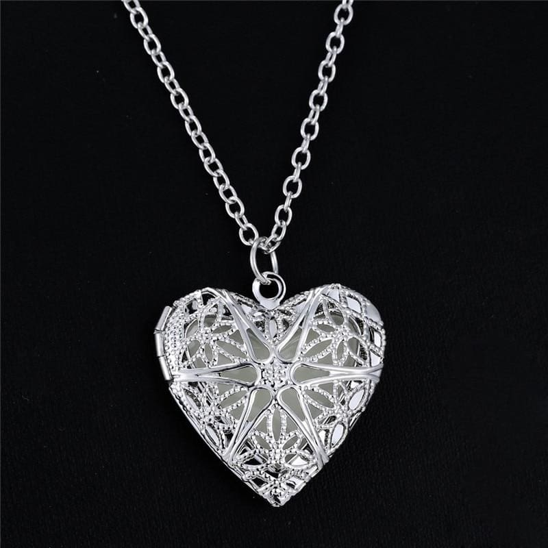 Glowing Love Heart Necklace - Pendant Necklaces